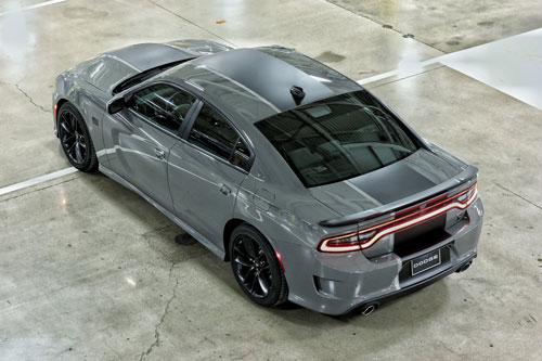=9. Dodge Charger Scat Pack 2020 (giá khởi điểm: 40.495 USD, thời gian tăng tốc từ 0-96 km/h: 4,5 giây).