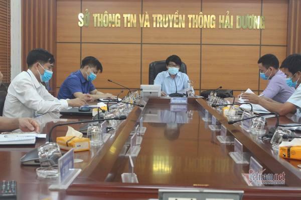 Giám đốc Sở TT&TT Hải Dương họp triển khai tuyên truyền người dân cài đặt Bluezone (Ảnh Vietnamnet).