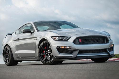=4. Ford Mustang Shelby GT350 2020 (giá khởi điểm: 59.140 USD, thời gian tăng tốc từ 0-96 km/h: 4 giây).