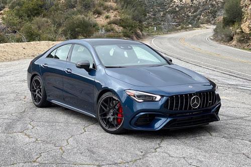 =4. Mercedes-AMG CLA 45 2020 (giá khởi điểm: 54.800 USD, thời gian tăng tốc từ 0-96 km/h: 4 giây).