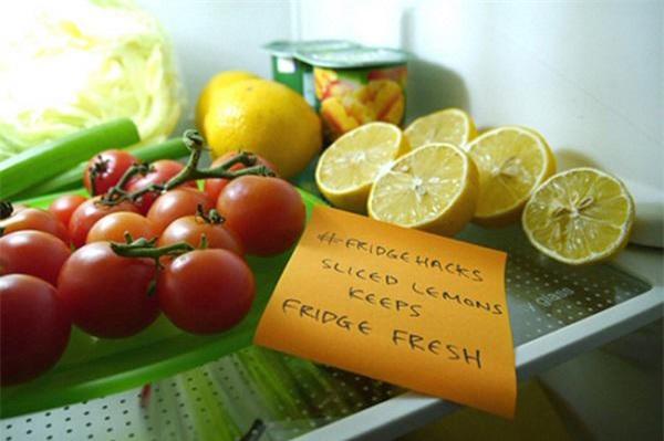 Cất trong tủ lạnh cả tháng mà quả chanh vẫn căng mọng, tươi rói chỉ nhờ một tờ báo cũ - 1