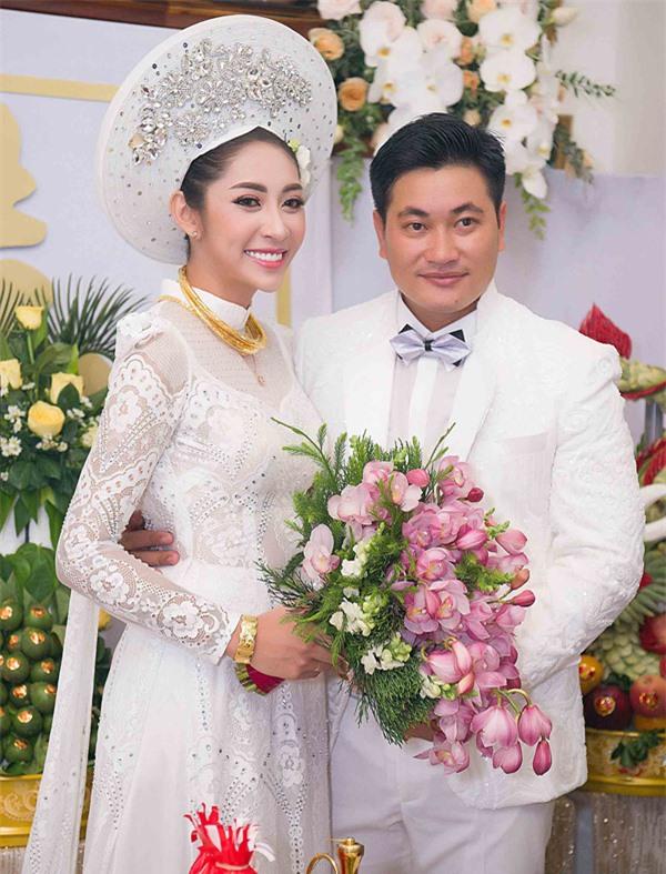 Hoa hậu Đặng Thu Thảo và ông xã Phúc Thành trong đám cưới năm 2018.