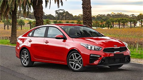 Kia Cerato giá rẻ, tiếp tục đánh bại Mazda 3 dẫn đầu phân khúc hạng C, Toyota Altis bét bảng