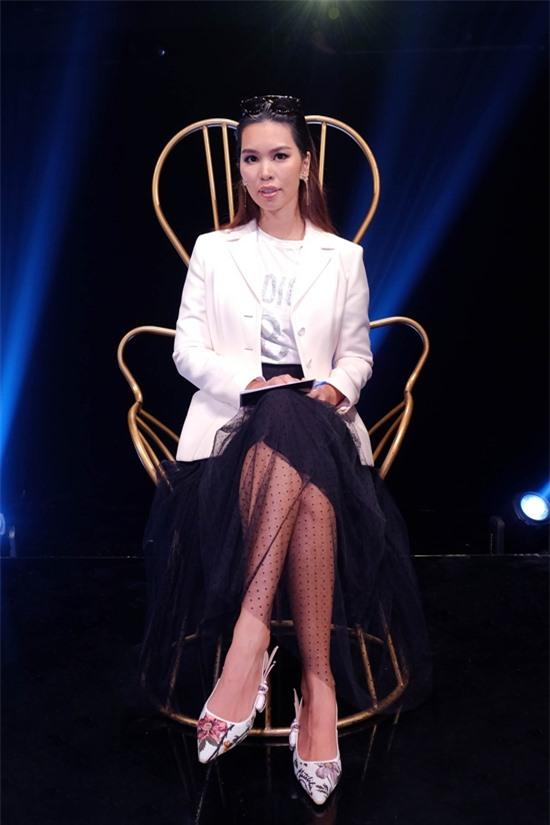 Siêu mẫu Hà Anh được ban tổ chức tin tưởng mời chấm thi.