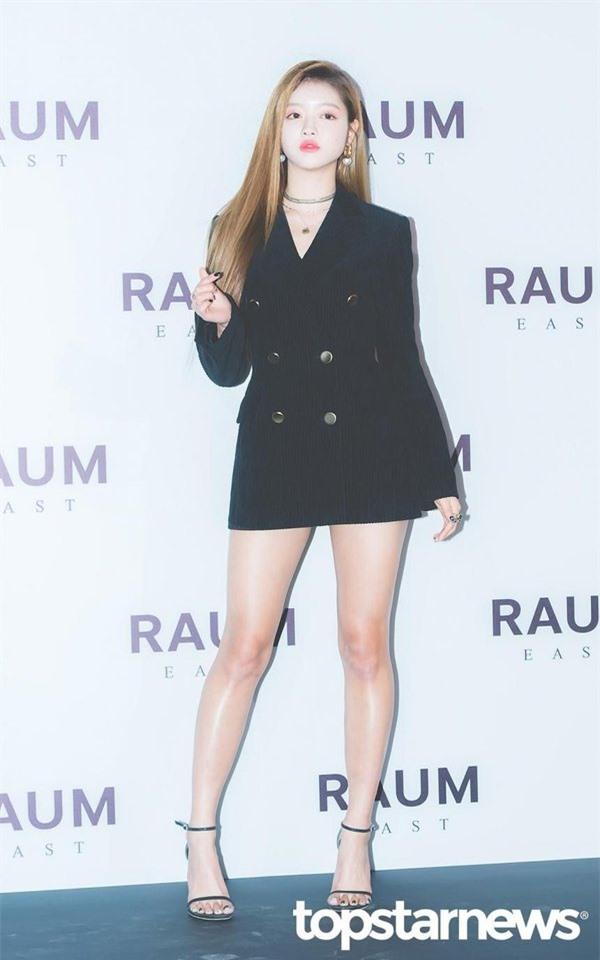 YooA (Oh My Girl) gây sốt với body siêu thực, Netizen lo sợ BLACKPINK sớm bị soán ngôi   - Ảnh 6