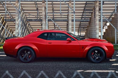 =1. Dodge Challenger SRT Demon (thời gian tăng tốc từ 0-96 km/h: 2,3 giây).