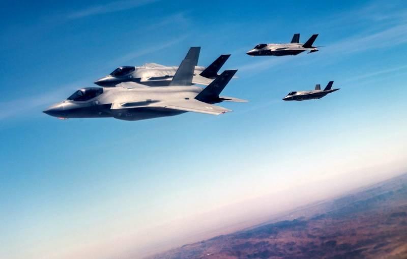 Tiêm kích F-35 của Mỹ và Israel đang diện tập tình huống phá hủy S-400. Ảnh: Breaking Defense.