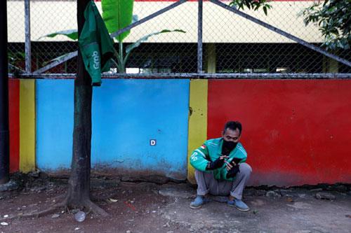 Đói ăn và vô gia cư - tình trạng của nhiều tài xế tại Đông Nam Á thời COVID-19. (Ảnh: Reuters)