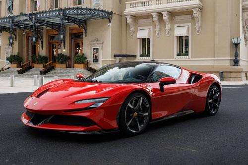 3. Ferrari SF90 Stradale (thời gian tăng tốc từ 0-96 km/h: 2,4 giây).