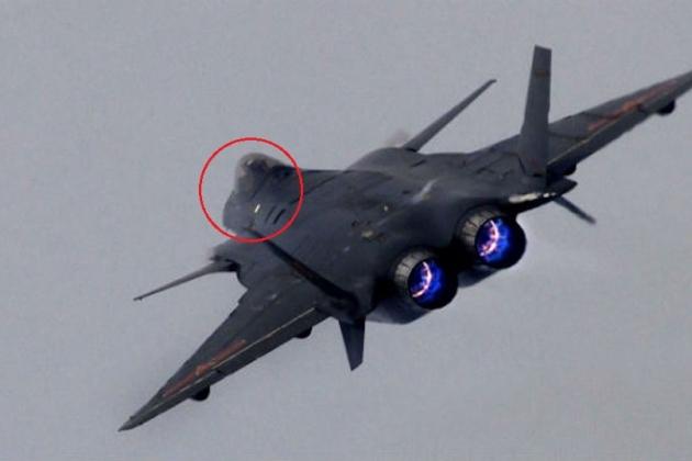 Phiên bản tiêm kích J-20 hai người điều khiển được Trung Quốc chế tạo. Ảnh: Sina.