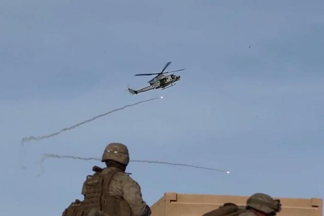 Trực thăng vũ trang Mỹ đã phá hủy trạm kiểm soát của Quân đội Syria. Ảnh: Lenta.