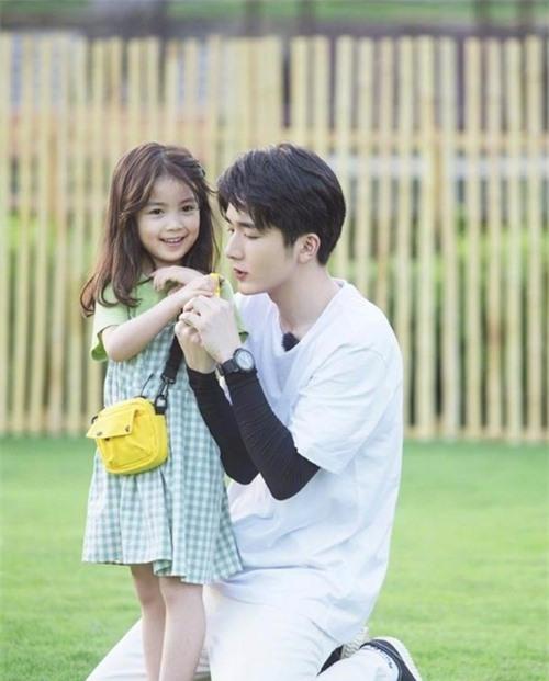 Song song với đóng phim, Trương Tân Thành rất tích cực tham gia show thực tế, gameshow, talk show.