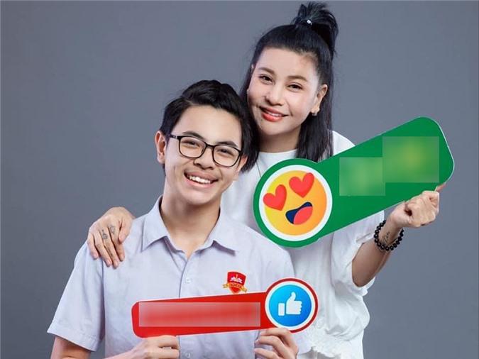 Cát Phượng chia sẻ với Ngoisao.net, cô không đặt áp lực chuyện thành tích học tập với Bom. Quan trọng, cậu nỗ lực hết sức và biết theo đuổi những mục tiêu của mình.
