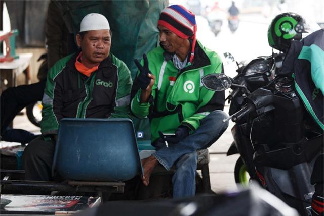 Đói ăn và vô gia cư - tình trạng của nhiều tài xế tại Đông Nam Á thời COVID-19 - Ảnh 1.
