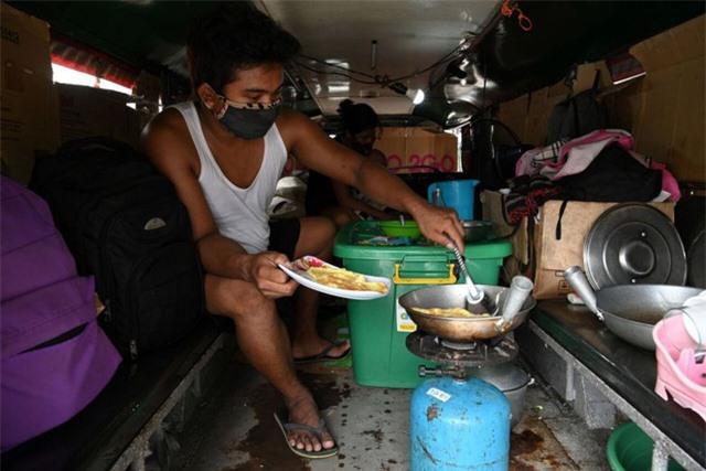Đói ăn và vô gia cư - tình trạng của nhiều tài xế tại Đông Nam Á thời COVID-19 - Ảnh 2.