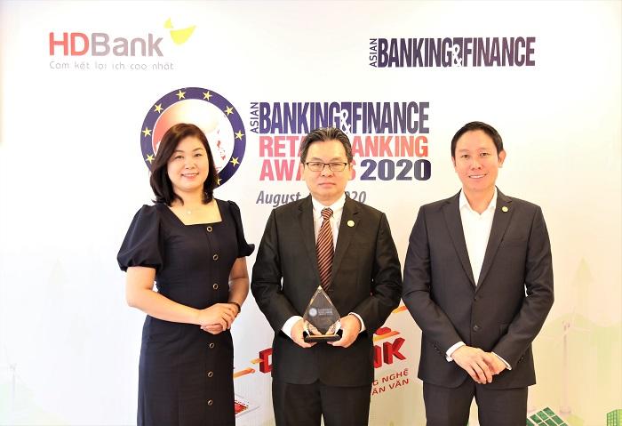 """Giải thưởng """"Ngân hàng bán lẻ nội địa tốt nhất"""" được trao cho HDBank dựa trên kết quả kinh doanh năm 2019 ở tất cả các lĩnh vực."""