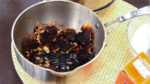 Rửa sạch xoong nồi cháy trong 5 phút chẳng cần cọ mỏi tay - 2