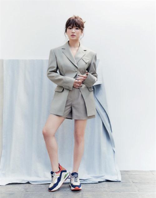 Không chỉ ăn gian tuổi, ngôi sao Hàn còn ăn gian chiều cao nhờ trang phục phù hợp.