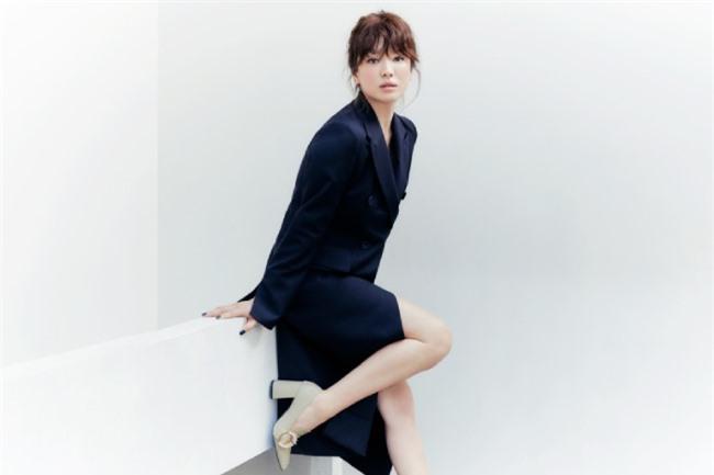 Song Hye Kyo hiện vẫn là gương mặt đắt khách trên các tạp chí thời trang Hàn Quốc, bất chấp tuổi 38.