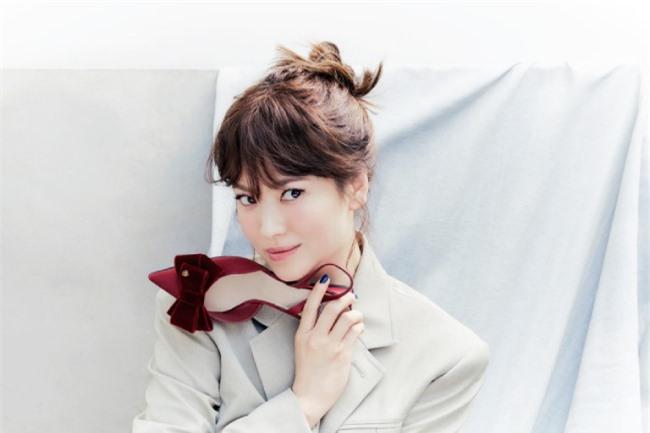 Song Hye Kyo ăn gian tuổi - 16