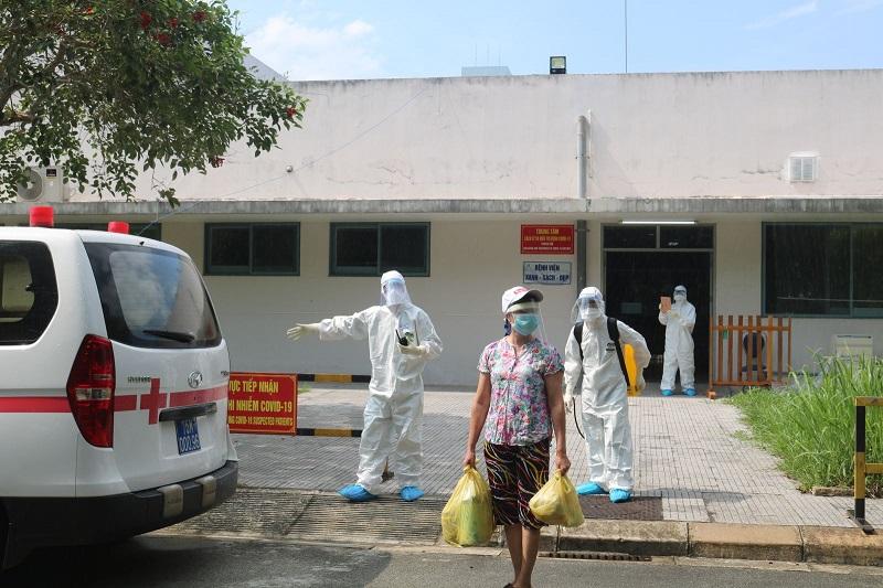 Bệnh nhân thứ 523 (62 tuổi, ở Quảng Nam) đã được Bệnh viện Trung ương Huế chữa khỏi bệnh và cho xuất viện về cách ly tại nhà.
