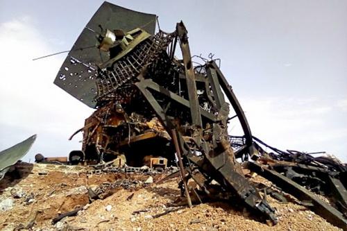 Đài radar điều khiển hỏa lực của tổ hợp tên lửa phòng không S-200 của Syria bị tên lửa Israel phá hủy. Ảnh: Jerusalem Post.
