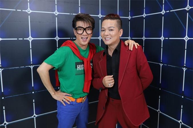 Đàm Vĩnh Hưng (trái) và Vũ Hà tham gia chương trình.