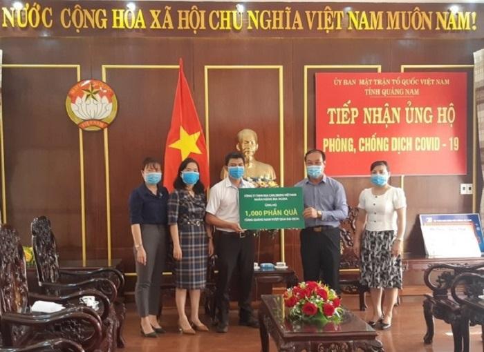Carlsberg Việt Nam trao tặng 1.000 phần quà cho Uỷ Ban MTTQ Việt Nam tỉnh Quảng Nam.