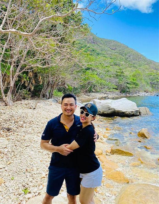 Anh được bạn gái Lý Thuỳ Chang ủng hộ làm công trình thiên đường tại Côn Đảo.