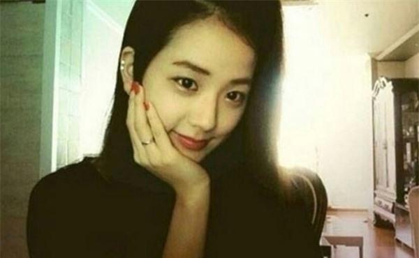Tính cách thật ẩn trong vẻ lạnh lùng của Jin BTS, IU qua lời kể đồng nghiệp - Ảnh 4