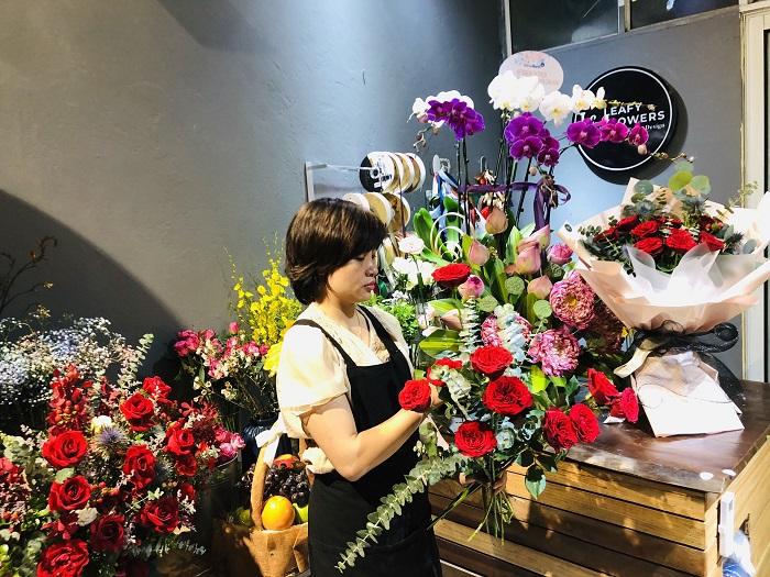 Nhiều chủ cơ sở kinh doanh hoa tươi lo ngại trước tình hình dịch bệnh đang ngày càng trở nên phức tạp.