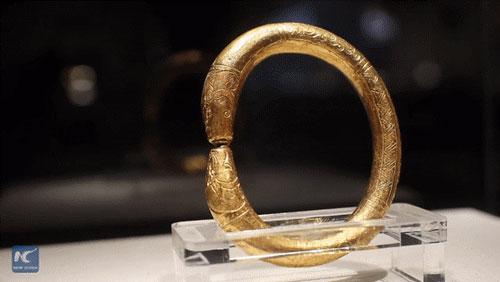 Nhiều món đồ bằng vàng được khai quật trong xác tàu