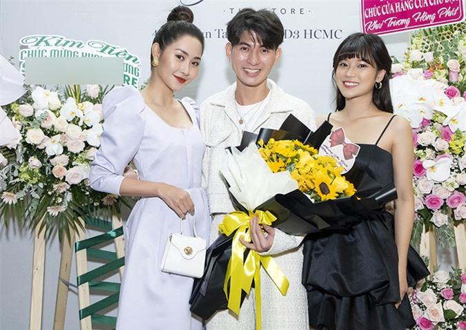Do dịch Covid-19 bùng phát trở lại, Nguyễn Minh Công đã hủy kế hoạch làm show Princess vào ngày 7/8. Anh tập trung chăm chút cho cơ sở kinh doanh riêng đầu tiên. Nhà thiết kế vui vì được bạn bè nghệ sĩ ủng hộ.