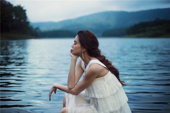 Êkíp chọn Đà Lạt làm địa điểm chụp ảnh vì không gian phù hợp với cảm xúc của những ca khúc về tình yêu trong album Love Songs lần này.
