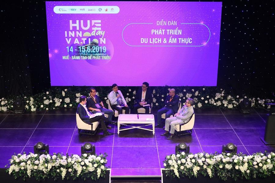 """Các diễn giả tham gia thảo luận tại """"Huế - Sáng tạo để phát triển"""" năm 2019."""