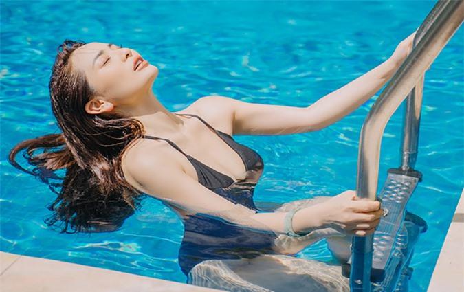 Con gái nuôi của Hoài Linh thích bơi lội vì môn thể thao này giúp thư giãn, cho cô cảm giác sảng khoái sau một ngày bận rộn, mệt mỏi.