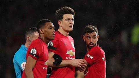 CĐV kêu gọi phế truất Maguire, đưa Fernandes lên làm đội trưởng M.U