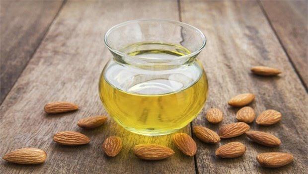 how-to-whiten-skin-almond-oil