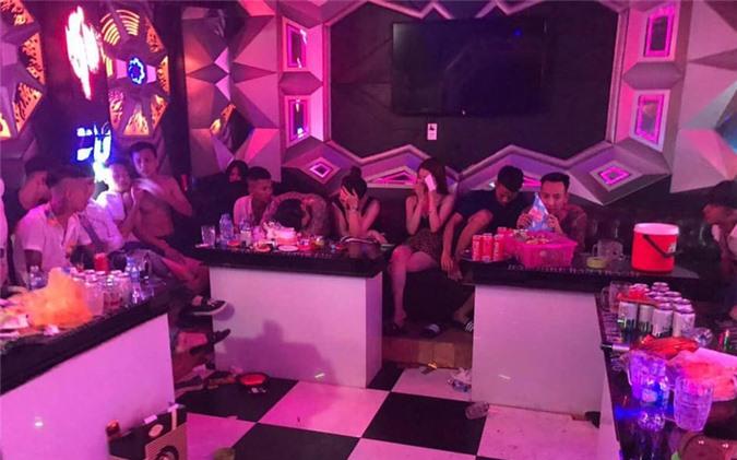 """dot kich quan karaoke bat hang chuc doi tuong dang """"bay lac"""" hinh 1"""