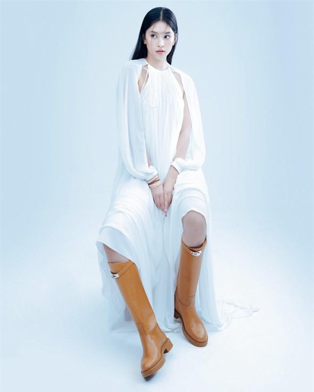 Hoa hậu Tiểu Vy đón tuổi 20 bằng bộ ảnh trong veo - Ảnh 10.