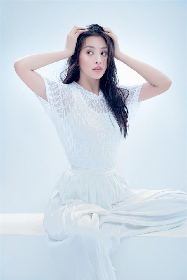 Hoa hậu Tiểu Vy đón tuổi 20 bằng bộ ảnh trong veo - Ảnh 3.