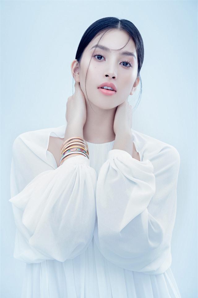 Hoa hậu Tiểu Vy đón tuổi 20 bằng bộ ảnh trong veo - Ảnh 4.