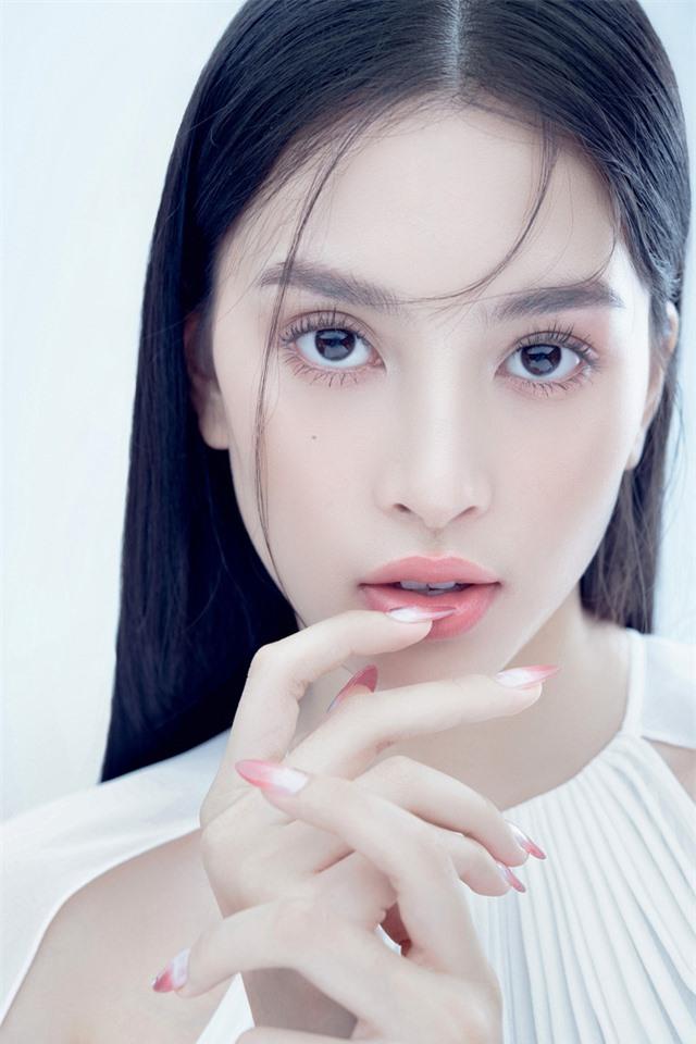 Hoa hậu Tiểu Vy đón tuổi 20 bằng bộ ảnh trong veo - Ảnh 5.