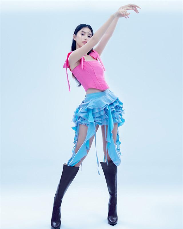 Hoa hậu Tiểu Vy đón tuổi 20 bằng bộ ảnh trong veo - Ảnh 6.
