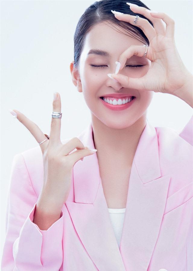 Hoa hậu Tiểu Vy đón tuổi 20 bằng bộ ảnh trong veo - Ảnh 9.