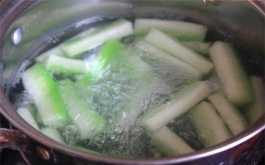 Món canh đậu ván, bị xanh, lá sen giàu vitamin cùng nguồn khoáng chất giúp người bệnh cảm cảm cúm do nhiệt ẩm sớm phục hồi sức khỏe