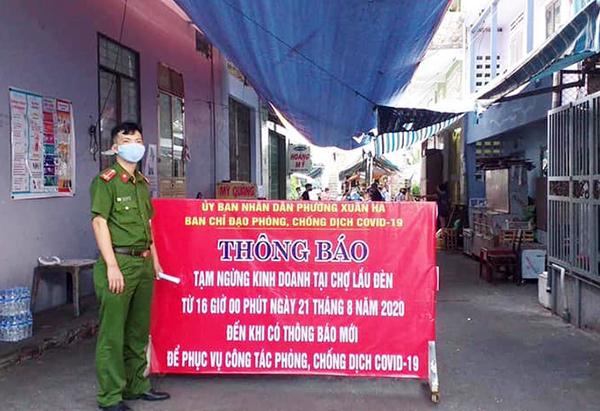 Chợ Lầu Đèn tạm ngưng hoat động từ 16h chiều qua 21/8 cho đến khi có thông báo mới (Ảnh: Lê Văn Quang)