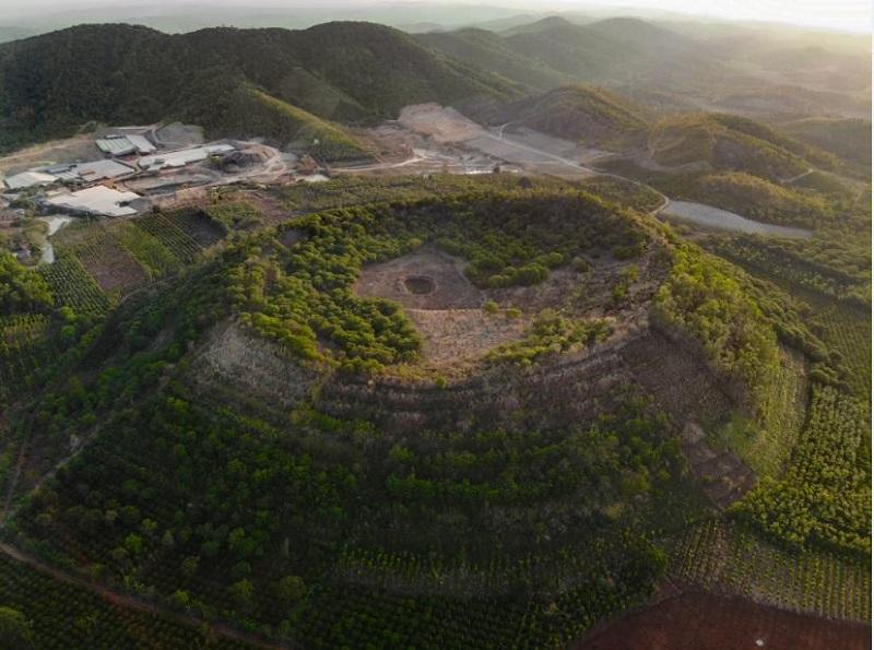 Núi lửa Băng Mo có niên đại từ 200.000 - 600.000 năm, nằm ở thị trấn Ea T'Linh, huyện Cư Jút, một thành tố của Công viên địa chất toàn cầu UNESCO Đắk Nông (Ảnh: BQL Công viên Địa chất Đắk Nông).