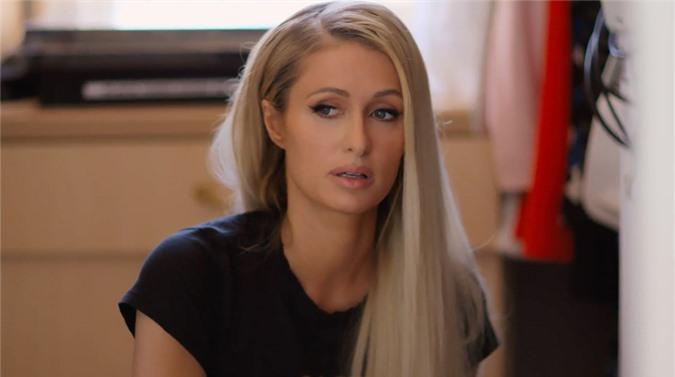 Paris Hilton kể lại chuyện bị bạo hành khi cô ở tuổi teen.
