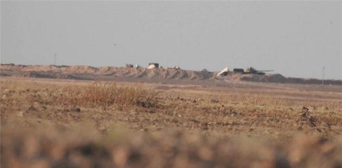 Phien quan dung ten lua 9M113 Konkurs pha huy xe tang T-62M cua SAA-Hinh-4